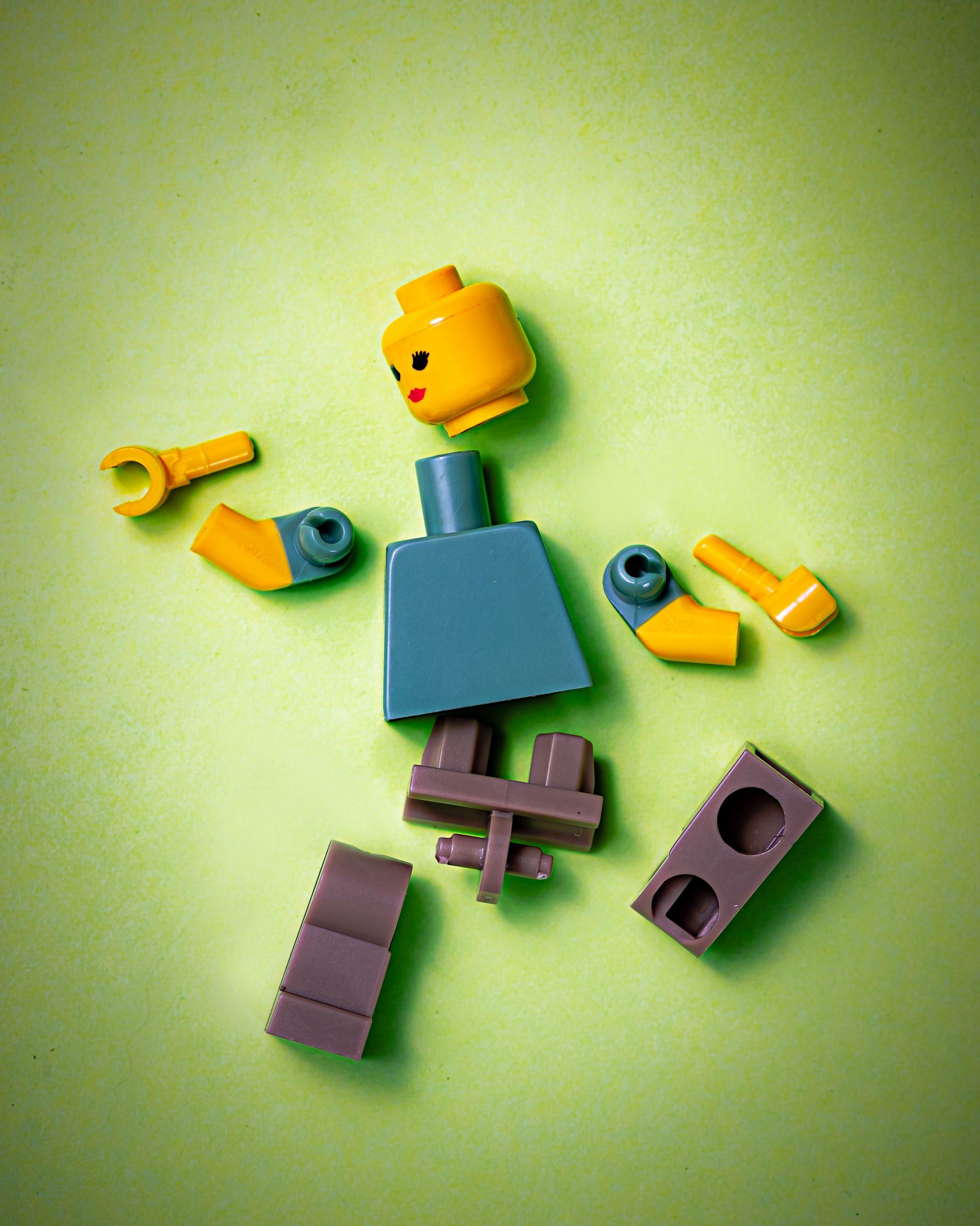 Pupazzo Lego in pezzi